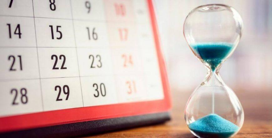 restituição-do-imposto-de-renda calendário com ampulheta simbolizam prazo